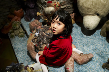 Hansel and Gretel - Girl plays with stuffed animals